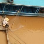 Omi fischt im Mekong
