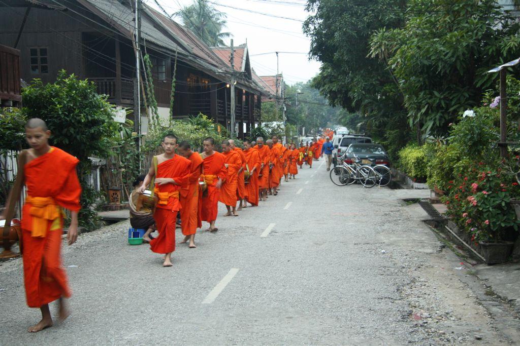 Chiang Khong – Huaoy Xai – Pakbeng – Luang Prabang – Vientiane