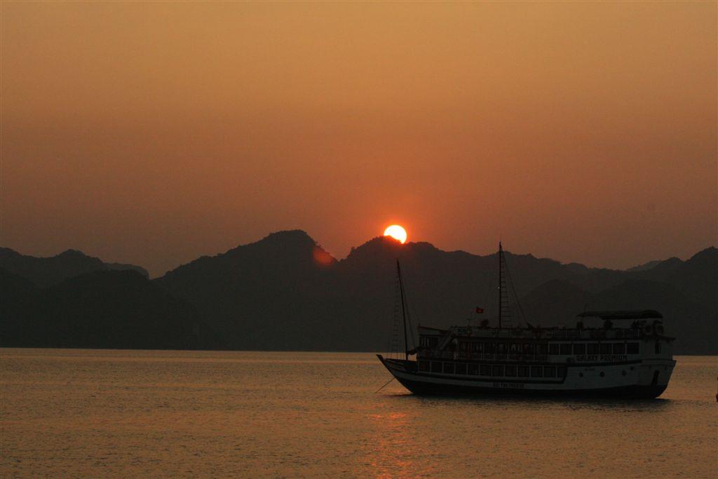 Halong Bay – mit dem Phoenix Cruiser